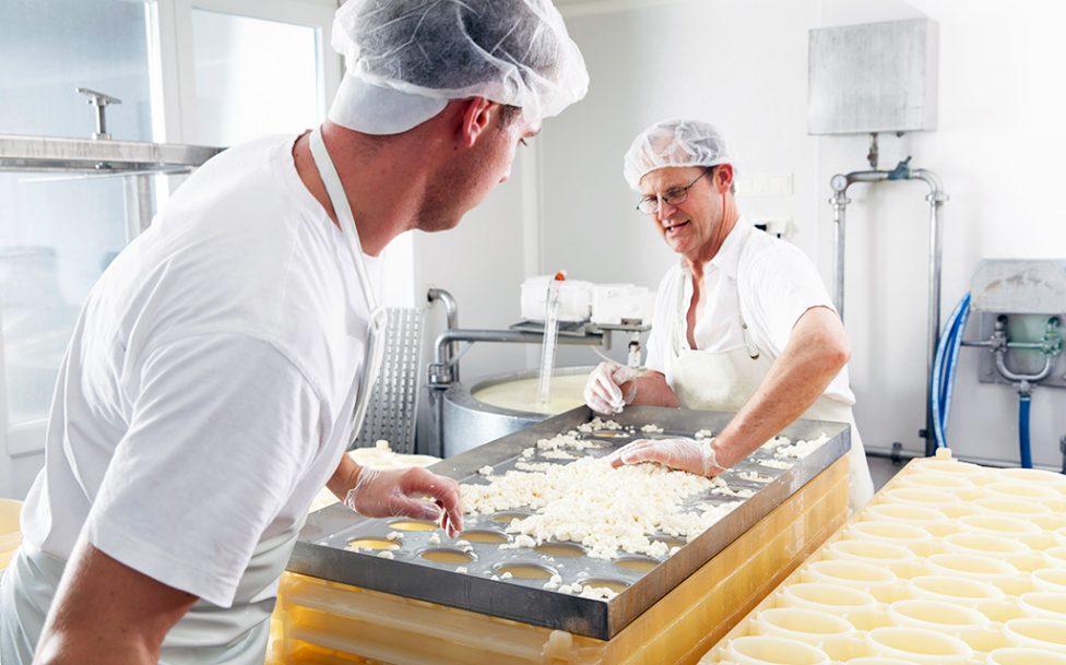 biobauernmarkt-mattigtalerhofkaeserei-produktion6-(c)-mid